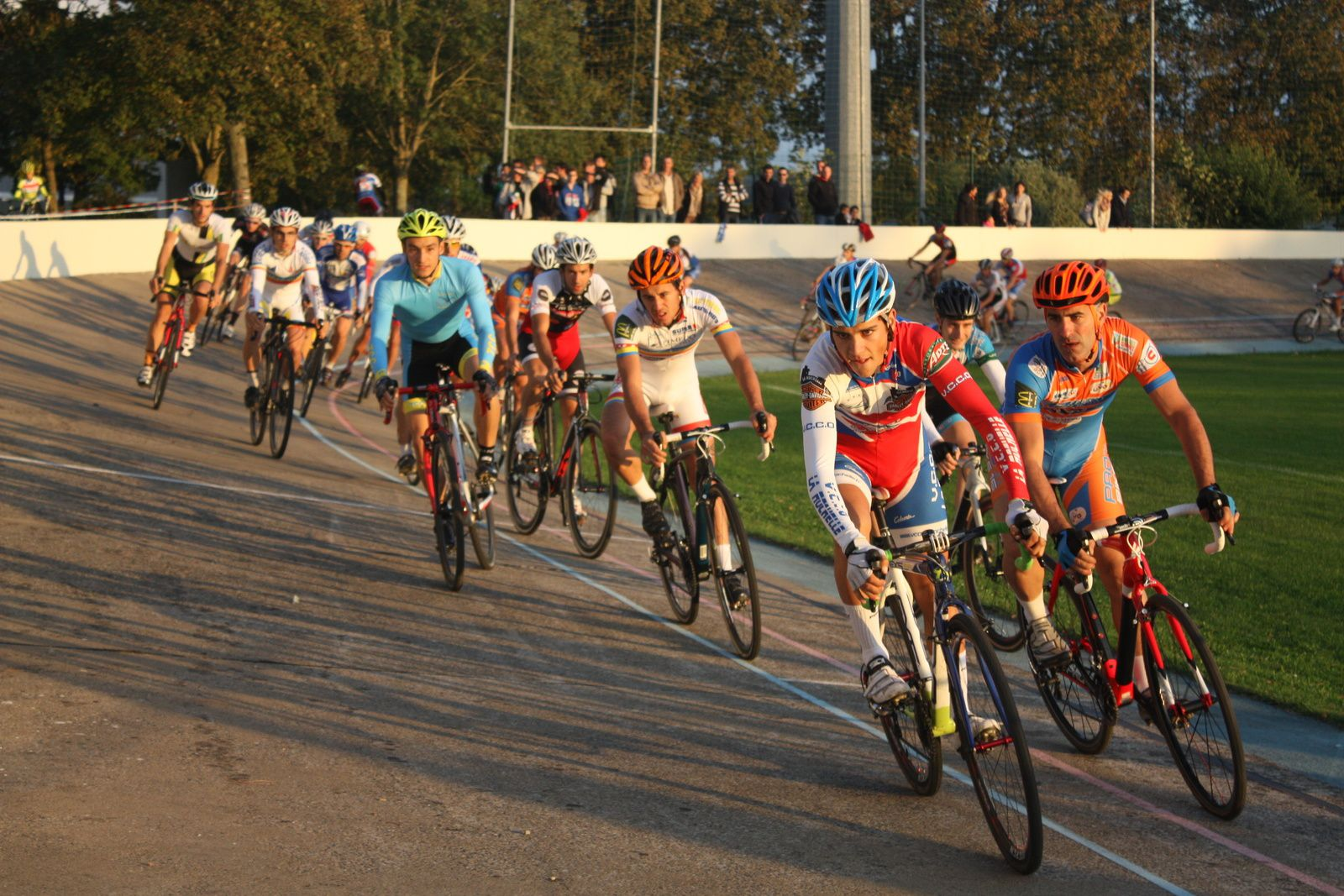 Aprés  un  tour  du  vélodrome