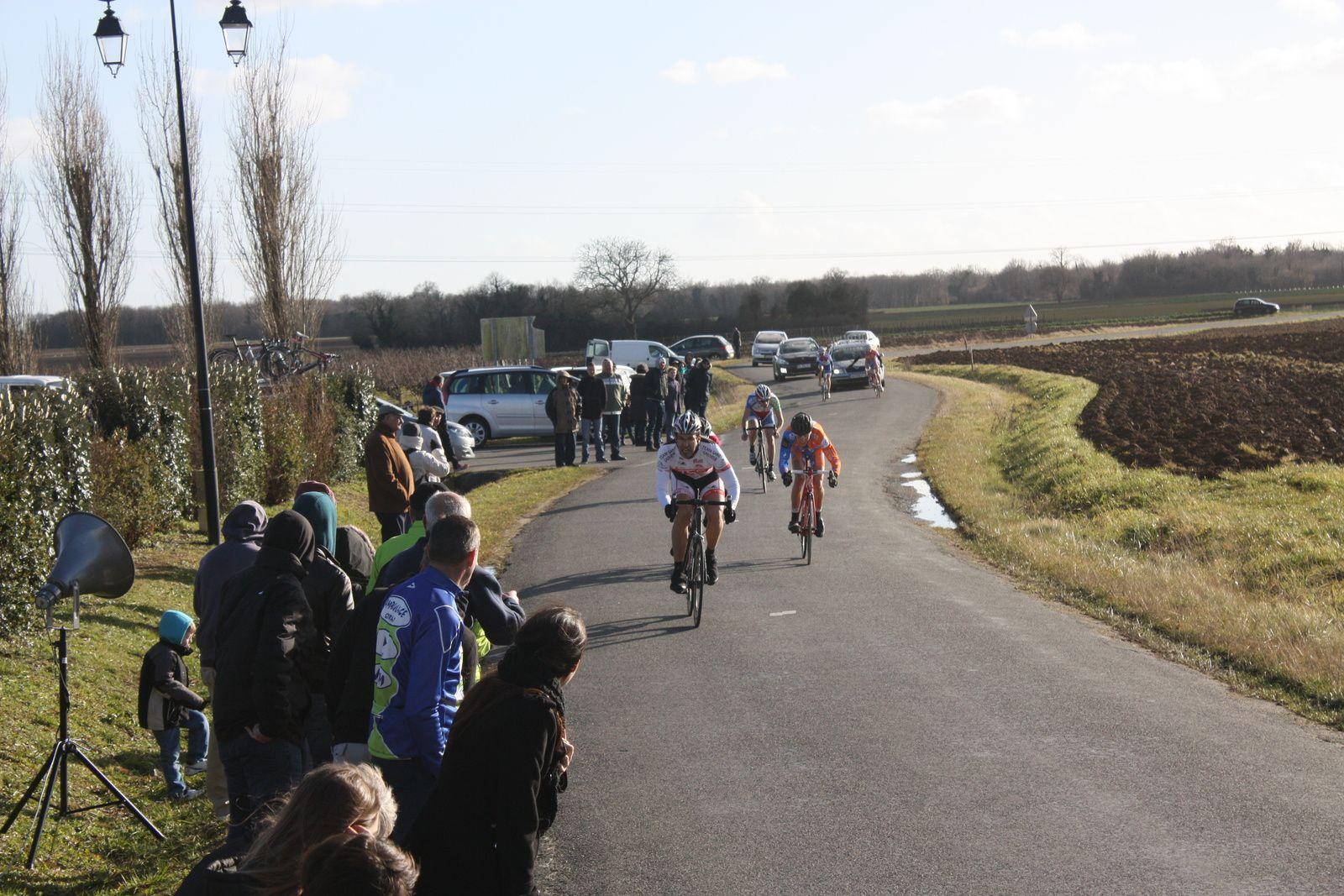 Guillaume  BOSSEAU  qui  avait  tenté  de  sortir  au  Km  pour  la  5e  place  sera  repris  sur  la  ligne