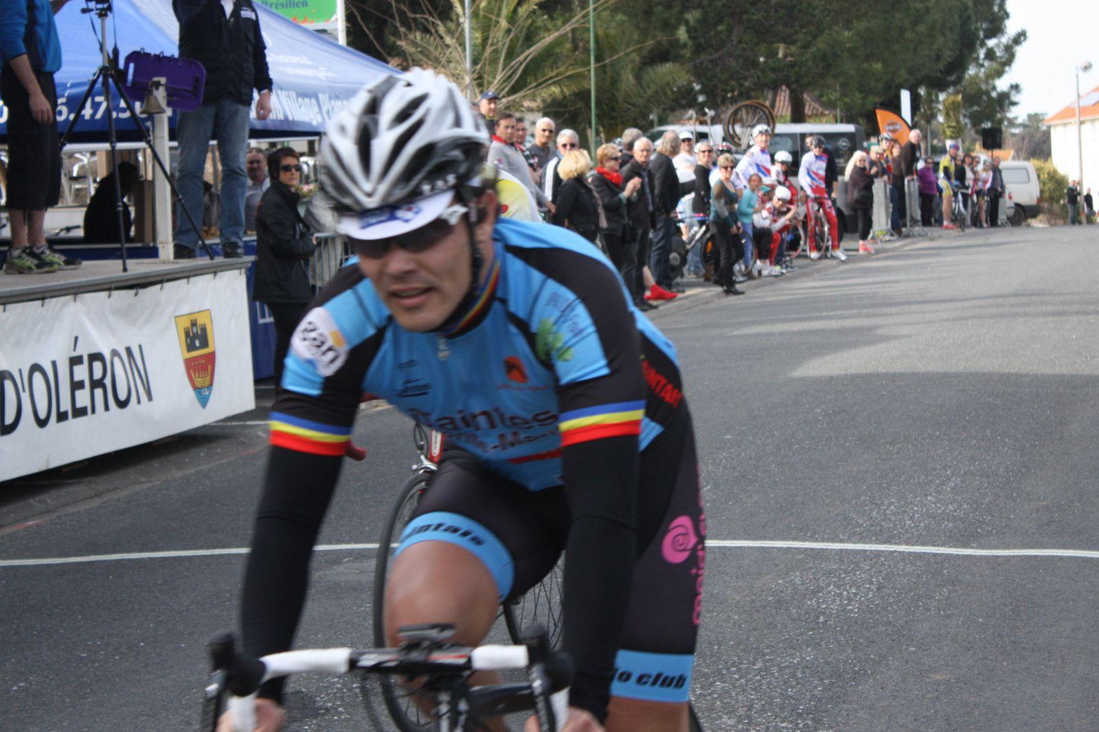 2e  place  pour  Harold  SALABERT(VC  Saintes), 3e Cyril  VIGIER(VC  Saintes) , 4e  Jérome PELAUD(VC Le Gua),
