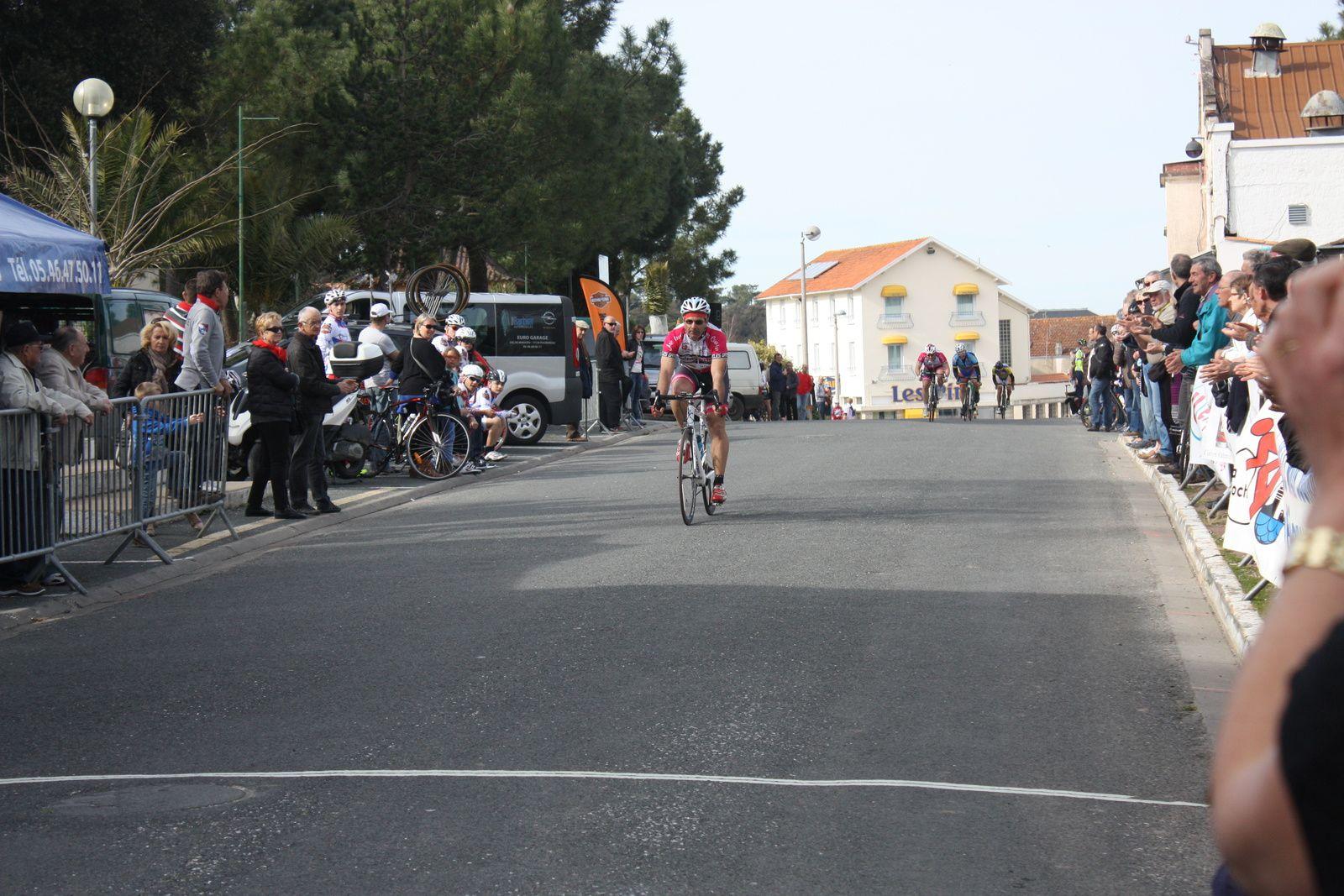 Victoire  pour  BENOIT(VC Rochefort)