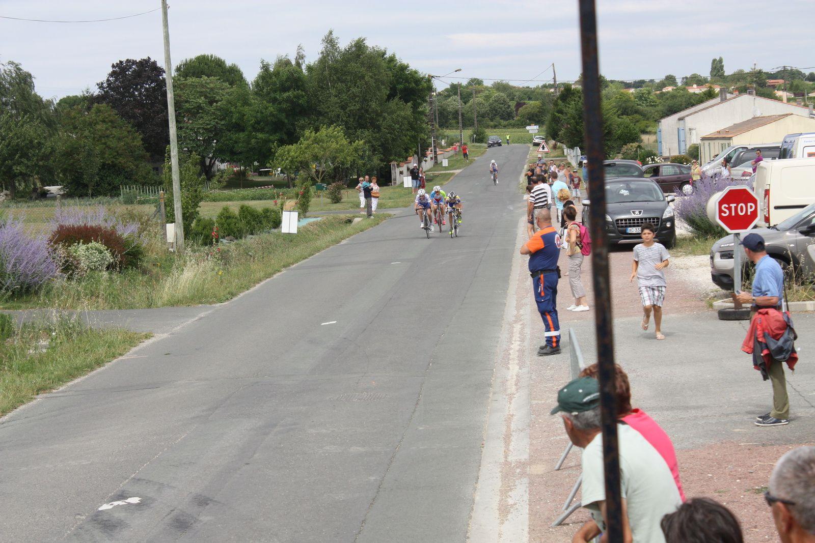 L'arrivée  au  sprint  de  3  coureurs
