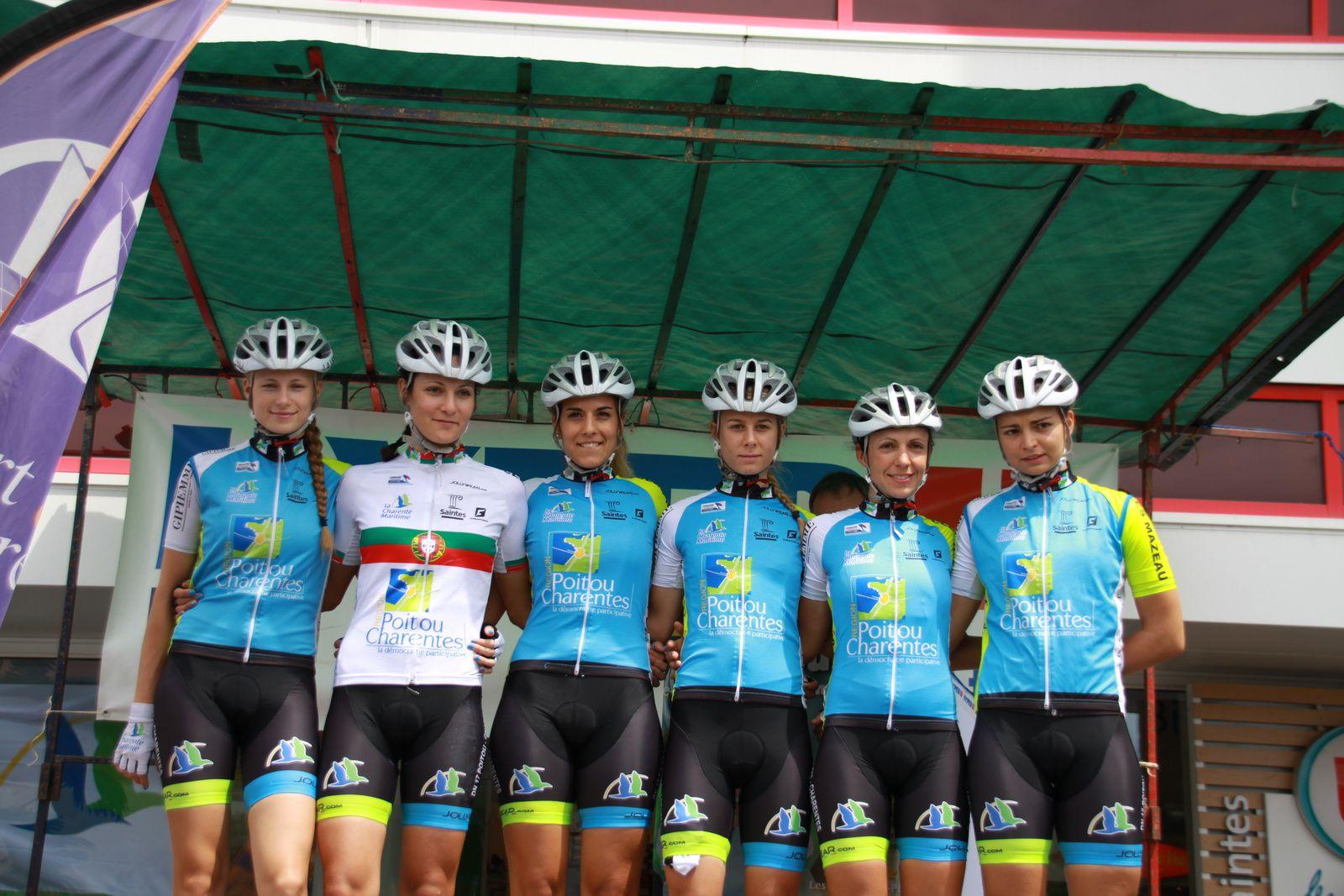 Présentation  des  équipes  sur  le  podium  avec  la  DN  VC  St  Julien  en  Genevois, la  DN 17  Poitou-Charentes,Poitou-Charentes-Futuroscope 86,La  DN  Région  Centre,la  DN  Auber 93