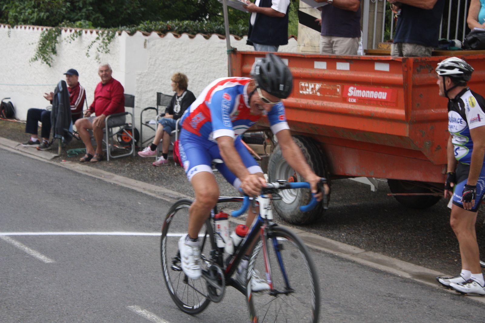 Jacky  CASSAGNE(A  Pons-Gémozac C)  remporte  une  belle  victoire  en  solitaire
