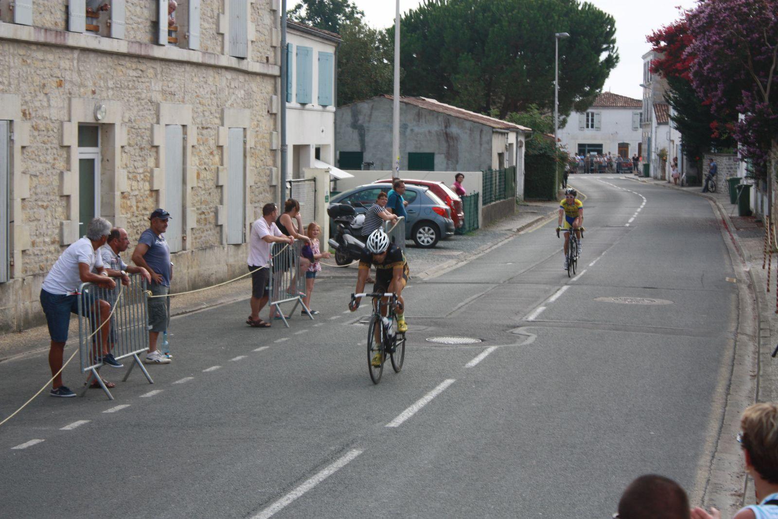 2e  Nicolas  LABUSSIERE(Angouléme  VC), 3e  Cyrille  CHAMBON(V  Naintré)
