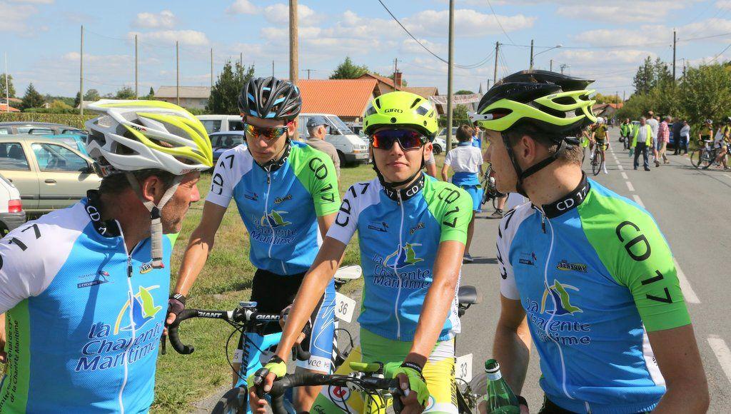 L'équipe  du  CD17  sur  le  Tour  des  Landes