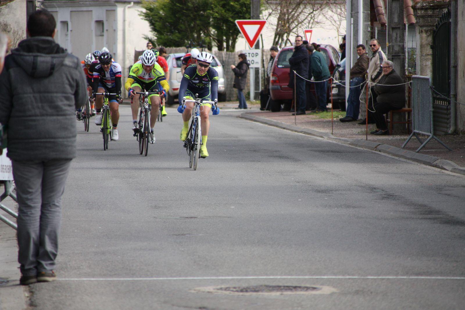 L'arrivée  avec  la  victoire  de  Anthony  LEBEUX(NL)