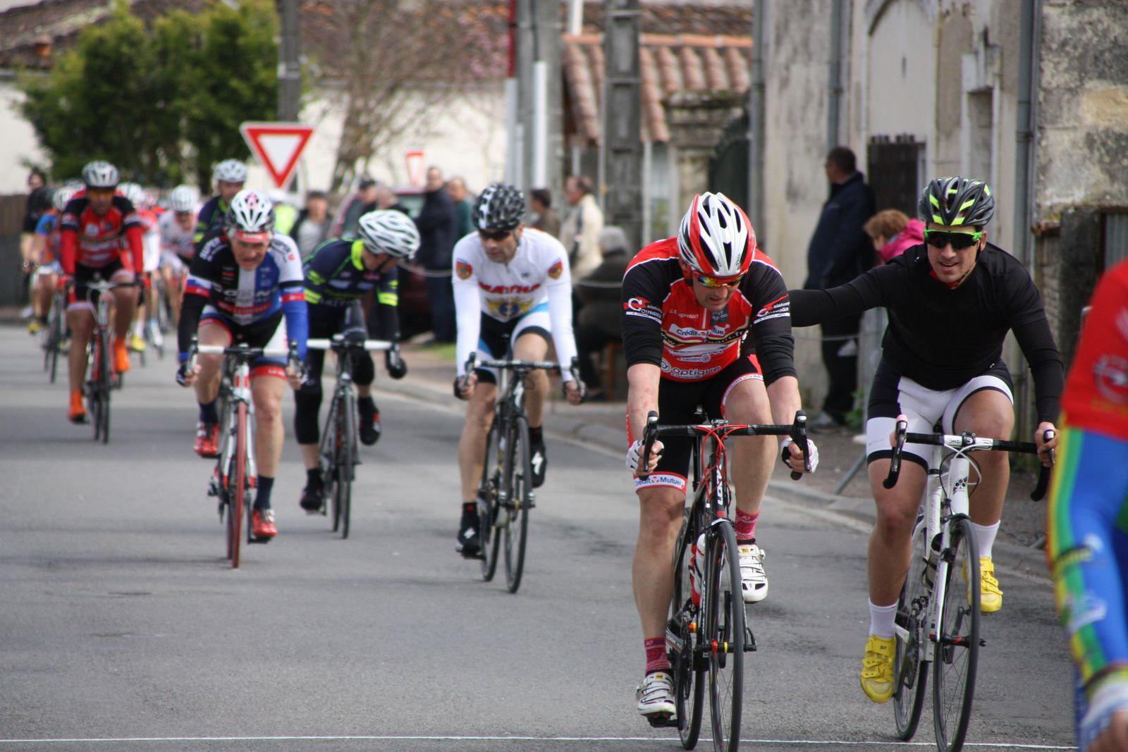 4e  Frédéric  AUMONIER(NL), 5e  Damien  MAUTRE(UA La Rochefoucault), 6e  Jérémy  PAILLOT(NL), 7e  Yannis  CACAULT(CC  Vervant), 8e  Sylvain  DEBOIS(CC  Vervant), 9e  Sébastien  GENDRON (R  Guataise), 10e  Ghislain  GAILLARD(UVA), 11e  Philippe  GOGUET(VC  Saintes), 12e  Raymond  PAILLOT(NL), 13e  Geoffrey  MONERAT(NL), 14e  Alexandre  TANTIN(CC  Vervant), 15e  Daniel  MOREL(17), 16e  Eric  GUYOMARD(CC  Vervant), 17e  Alain  LEBEUX(NL), 18e  Jean-Luc  CONSTANT(NL), 19e  Hervé  BREQUE(AC  Nieul les Saintes), 20e  Benoit  TREBUCQ(CC  Vervant).