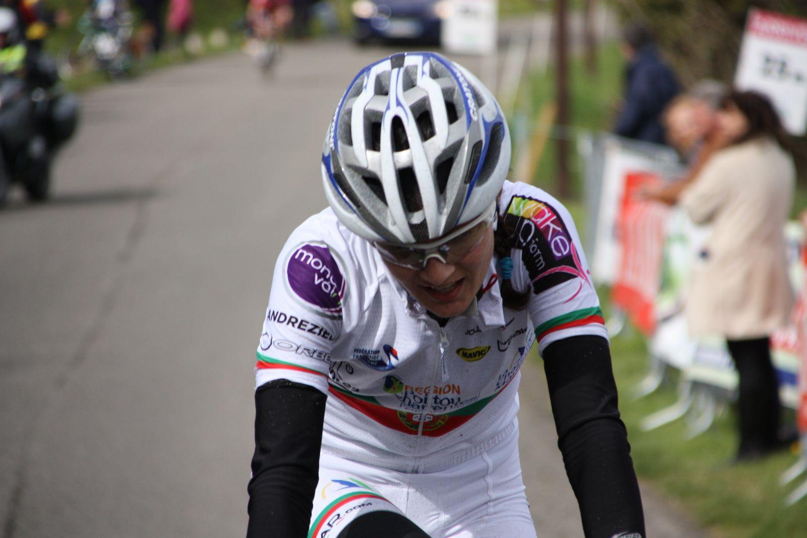 Dans  le  dernier  tour  Daniela  REIS (DN 17 Poitou-Charentes)  est  partie  seule  pour  l'emporter  pour  la  2e  consécutive  au  sommet  du  Mont  Pujol