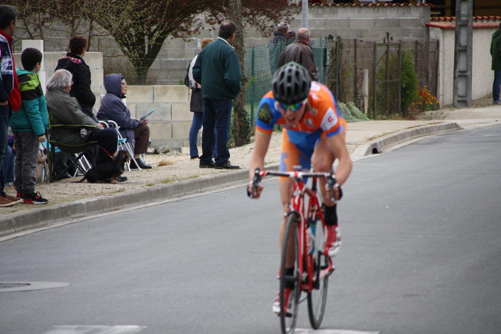 4e  tour, Arnaud  COUDERC  est  sortit  avec  Arthur  BAUCHAUD