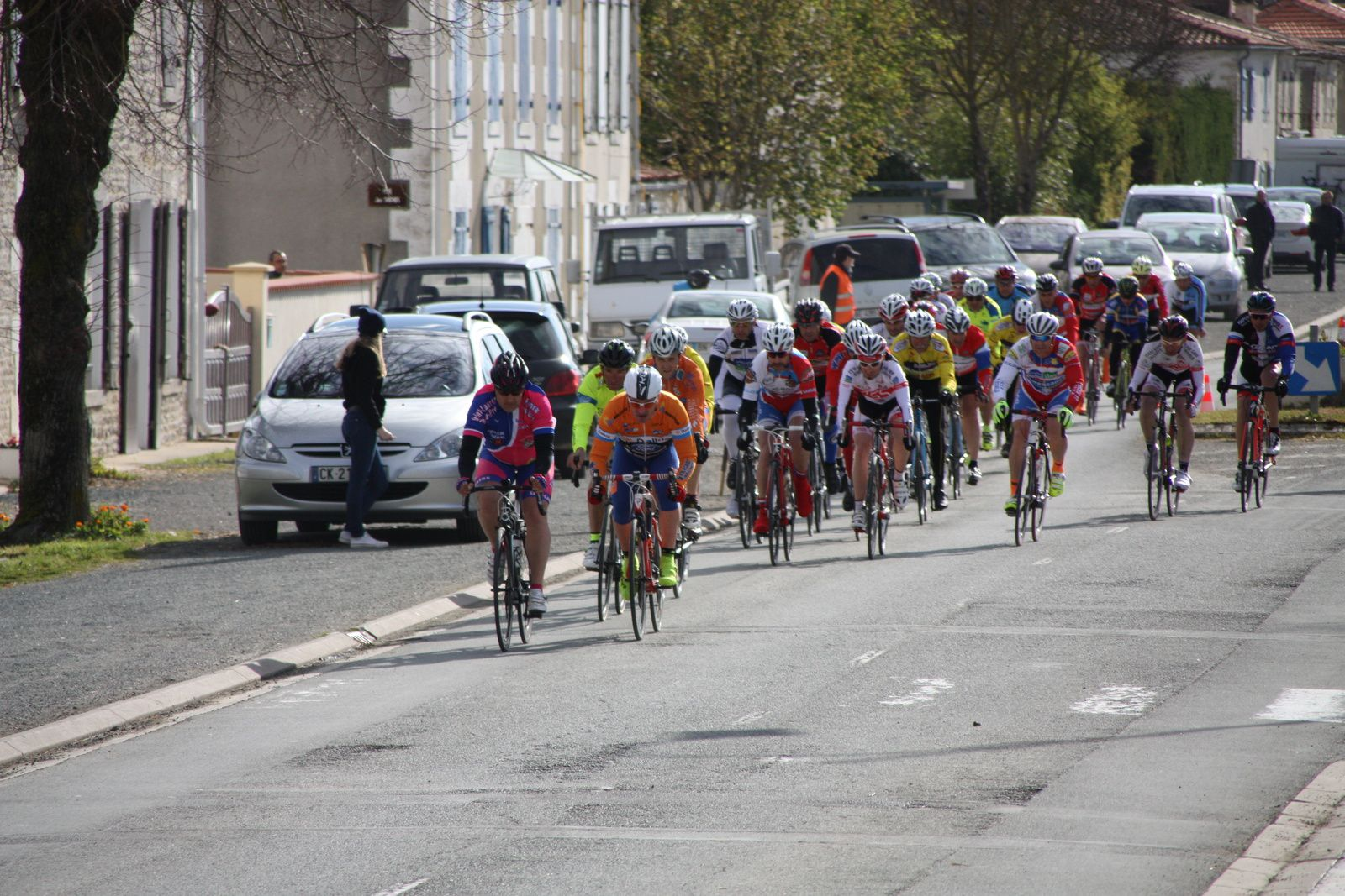 1er  passage  peloton  groupé