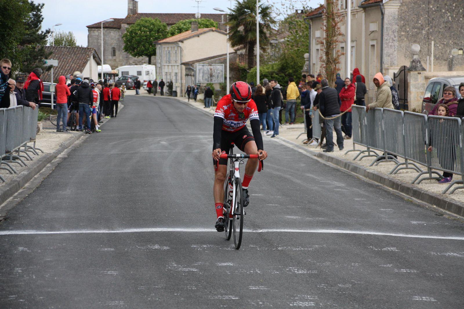 2e  Jérémy  BELLICAUD(Angouléme  VC), 3e  Franck  DAUGIN GUENEGOU(VS  Vallet)