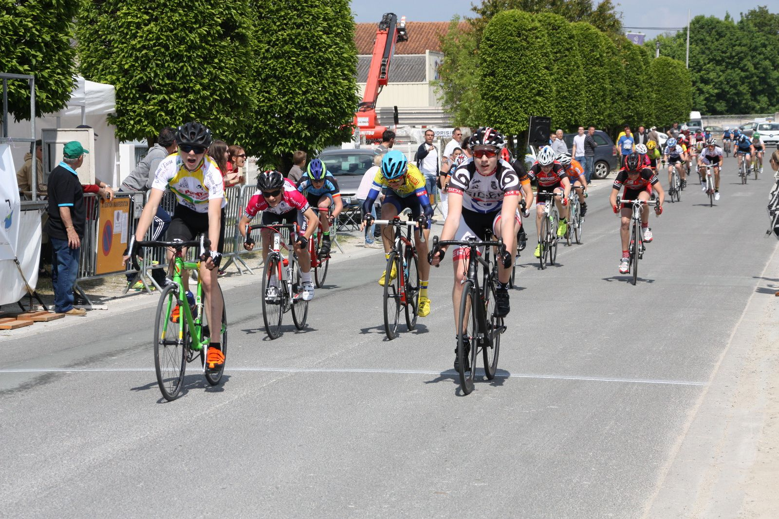 Le  sprint  final  pour  le  peloton