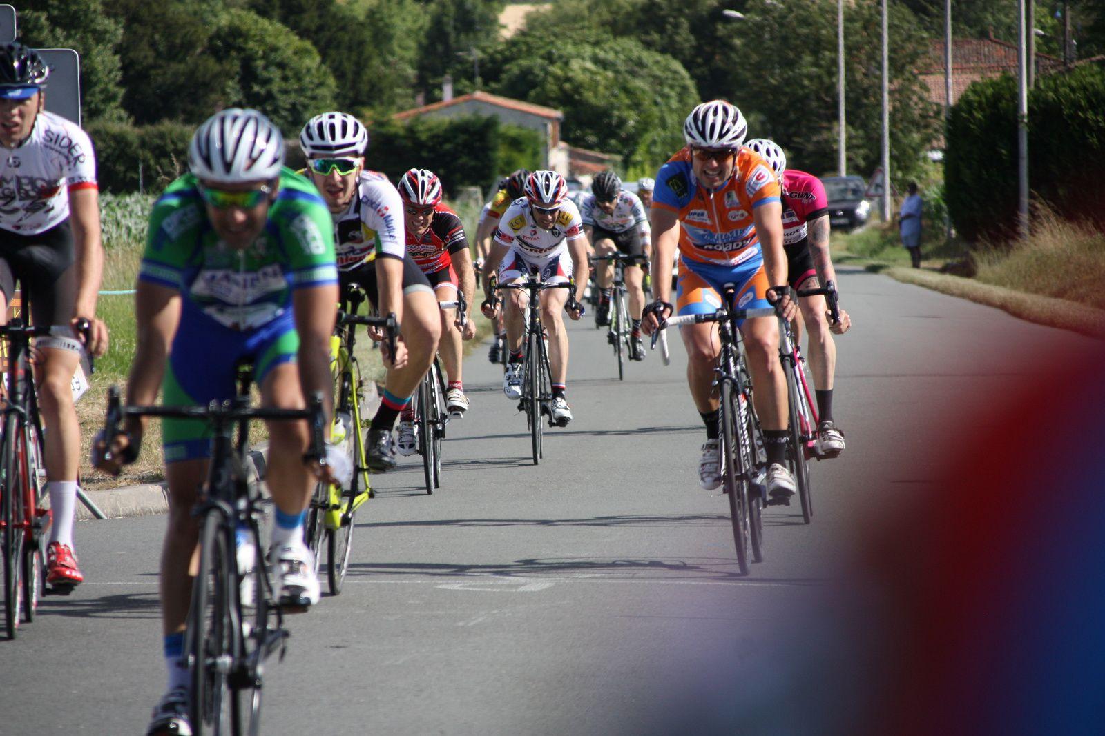 6e  Florian  BLANDIN(UVA), 7e  Guillaume  DUPUIS(CC  Nanteuil), 8e  Florian  LATOUR(US  Le Bouscat), 9e  Grégory  GAILLARD(UVA), 10e  Frédéric  DEPIN(UVA), 11e  Thierry  LARGEAU(CC  Vervant), 12e  Romain  MONCE(Mérignac  VC), 13e  Thierry  BILLOT (G  Bordeaux), 14e  Dimitri  TROMAS(UCC  Vivonne), 15e  Romain  LAVALADE(T  St  Sauveur), 16e  Guillaume  COTREAU(UCC  Vivonne), 17e  Axel  PIERRE(UC  Condat), 18e  Hervé  MARTIN(UC  Mamers), 19e  Théo  GRIFFOUL(Creuse O), 20e  Cyril  MORAND(VC  Saintes).