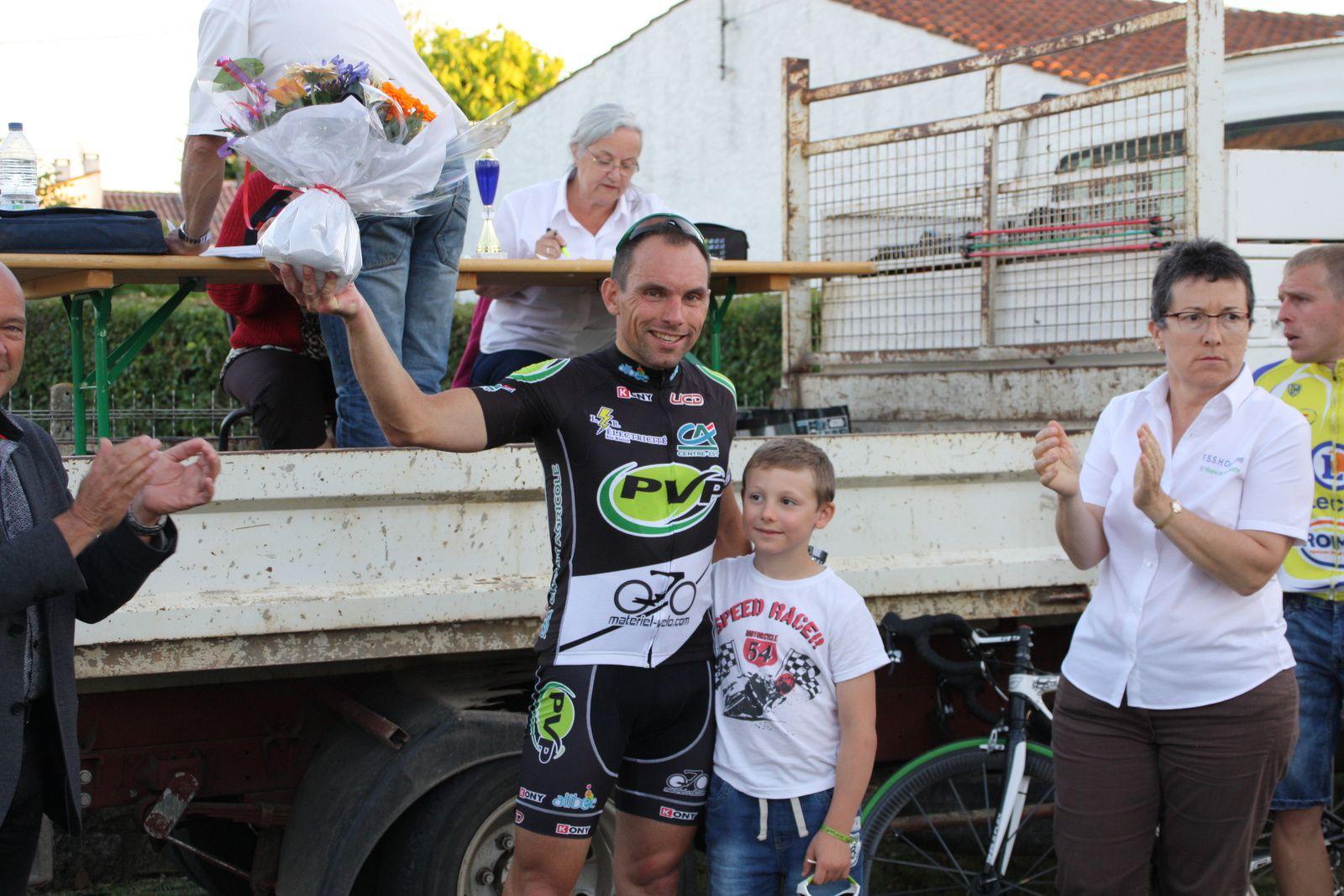 Le  vainqueur  avec  la  présidente  de  la  FS  St  Hilaire