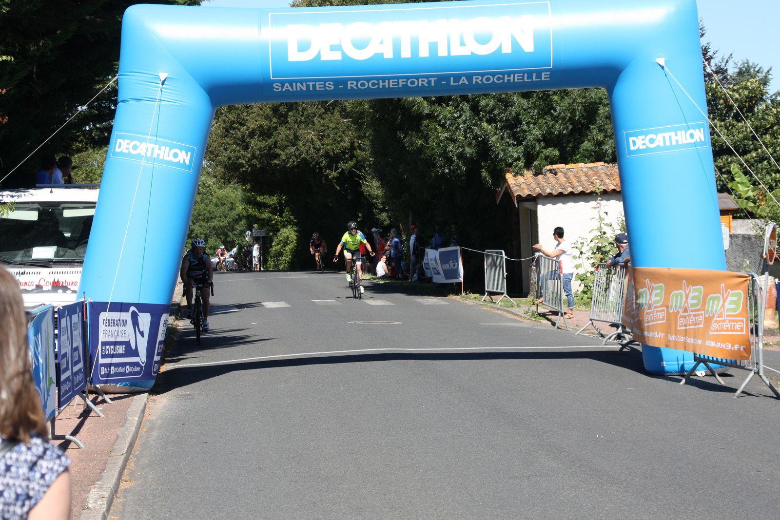 Victoire  pour  Marc  DOS SANTOS(VCC  Marennes)