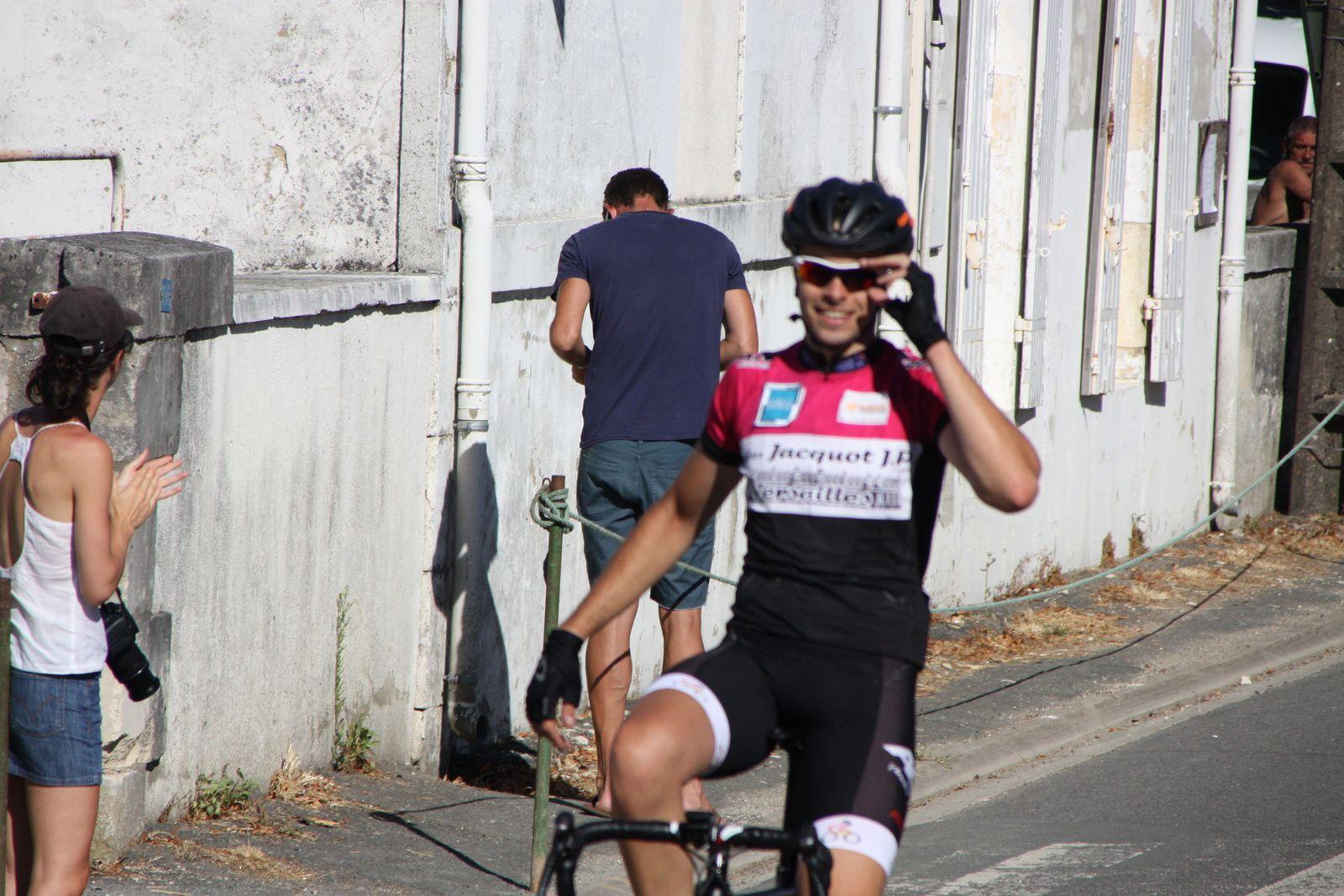 Victoire  en  solitaire  pour  Jaufrey  BETOUIGT SUIRE(Mérignac VC)