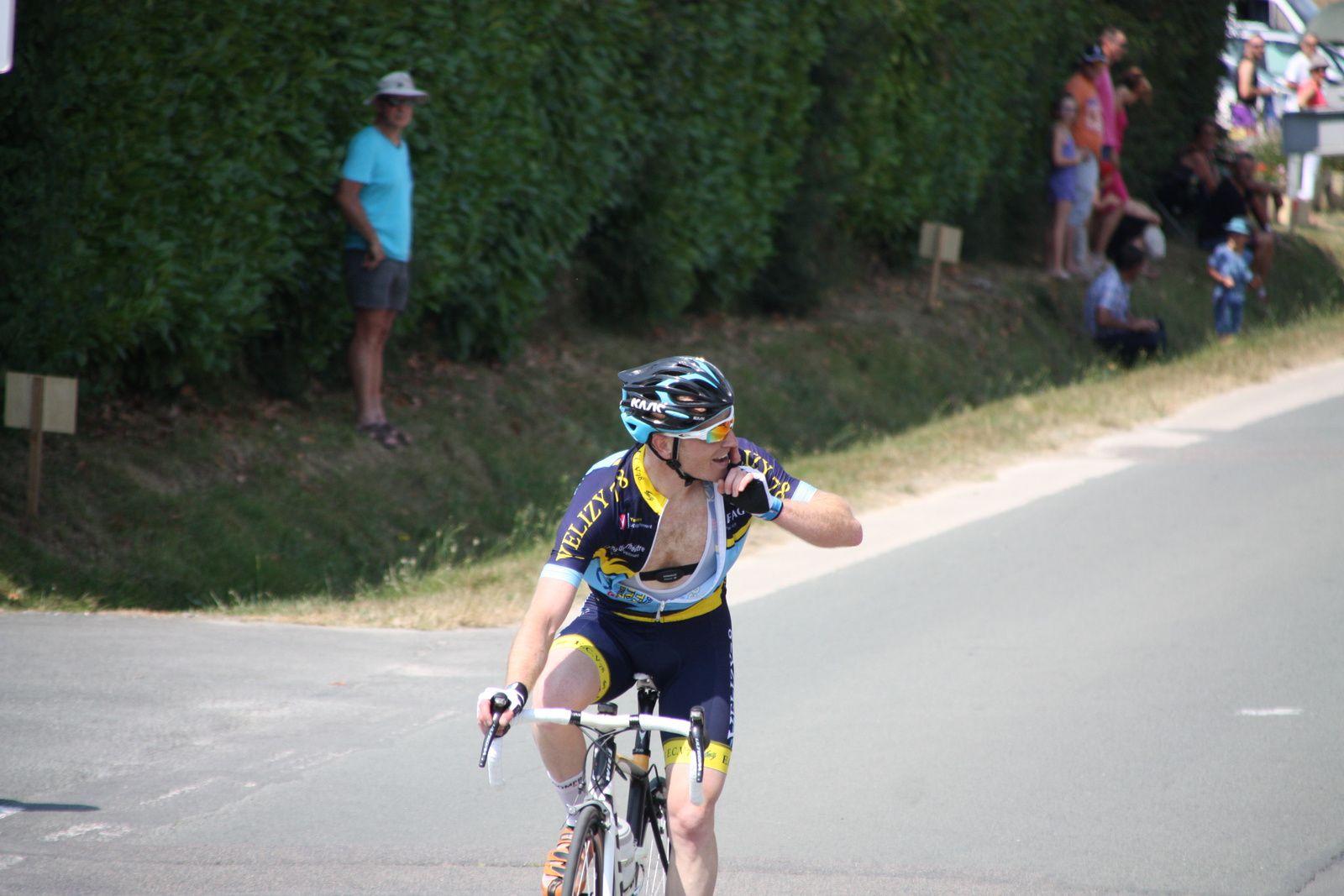 Victoire  pour  le  vacancier  Sébastien  CHIDOYAN(EC  Vélizy 78)