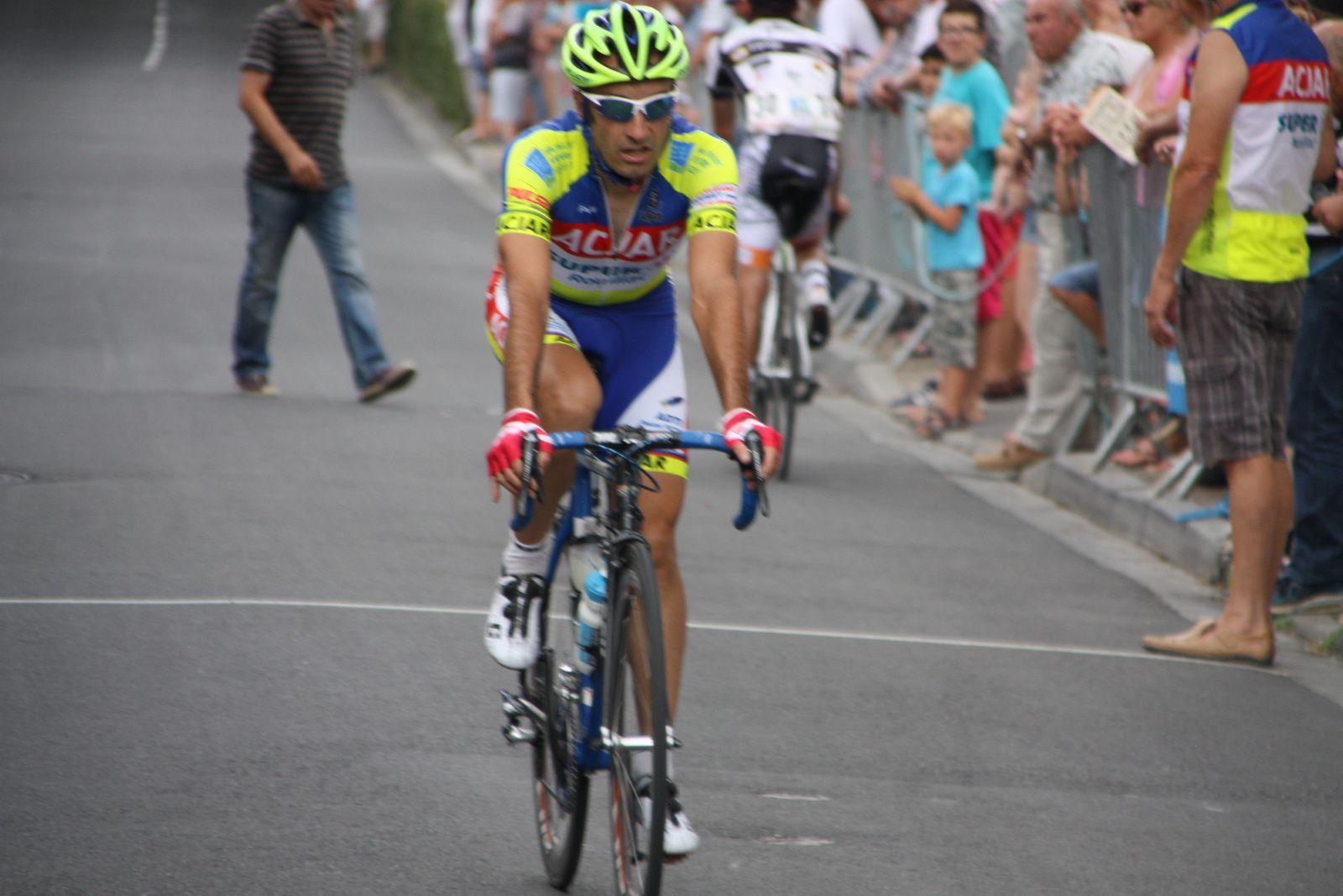 Avec  les  coureurs  de  l'AC  Jarnac-Aigre-Rouillac