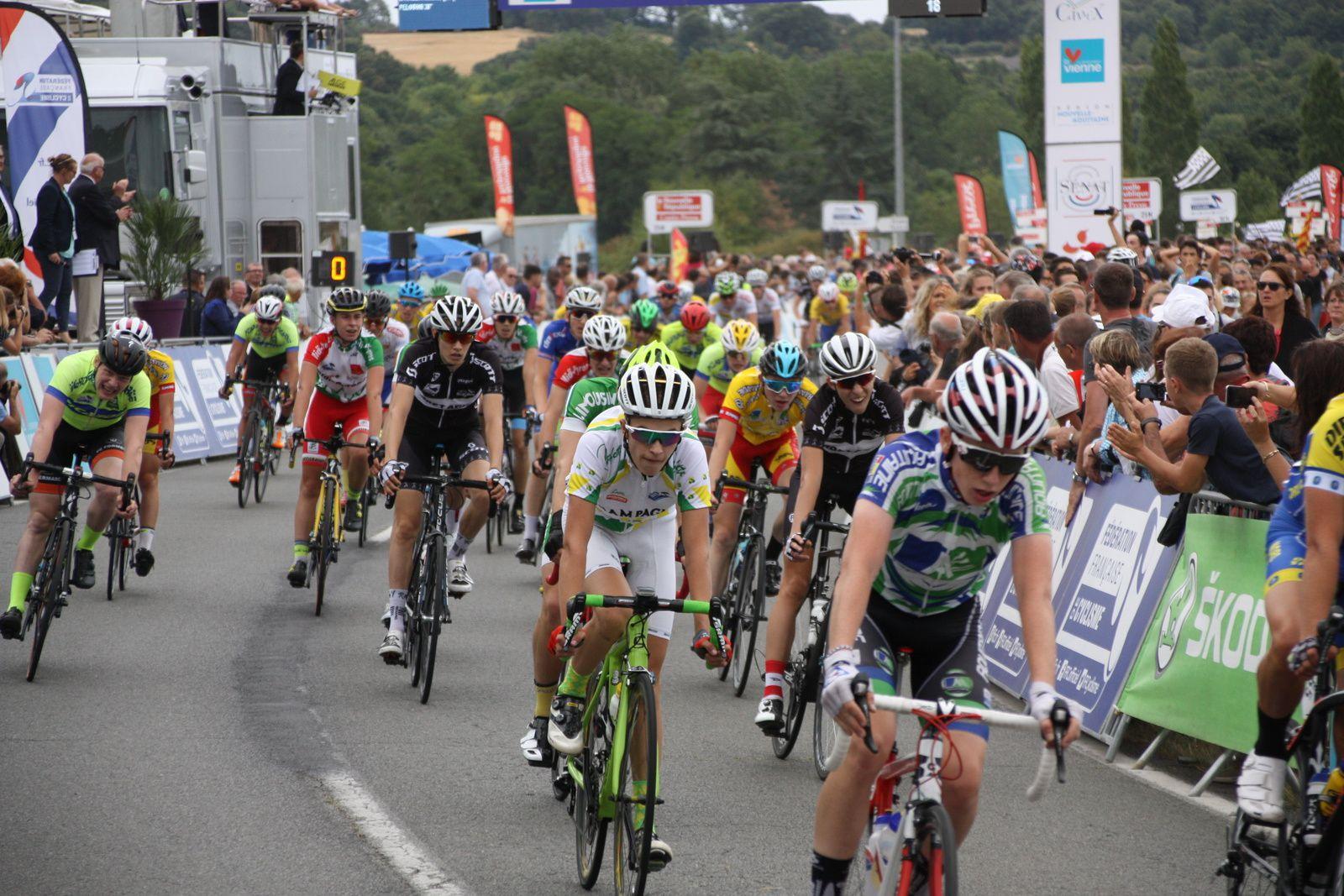 13e  place  pour  Valentin  COLLET (VC  Rochefort.Poitou-Charentes), 58e  Antonin  CORVAISIER(VC  Charente-Océan.Poitou-Charentes), 93e  Mathis  BERNARD(VC  Charente-Océan.Poitou-Charentes).