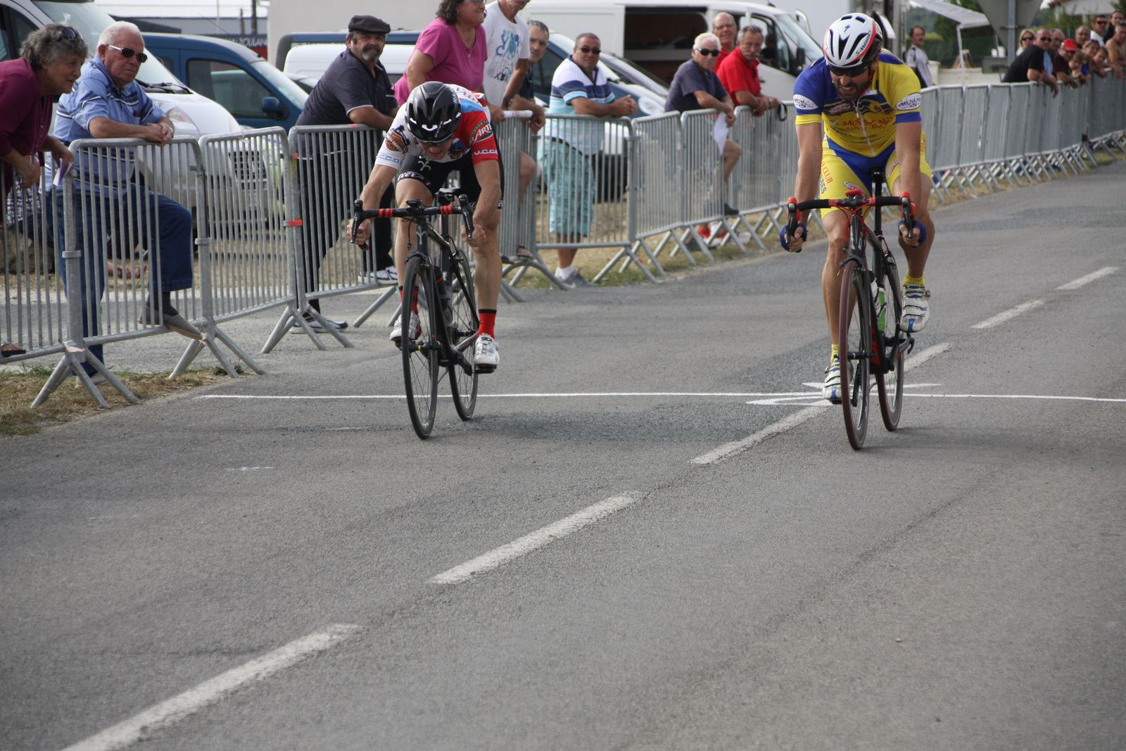 l'arrivée  au  sprint  du  groupe  de  tête  avec  la  victoire  de  Daniel  JURADO(NL), 2e  Stéphane  BOIRIVANT(NL)