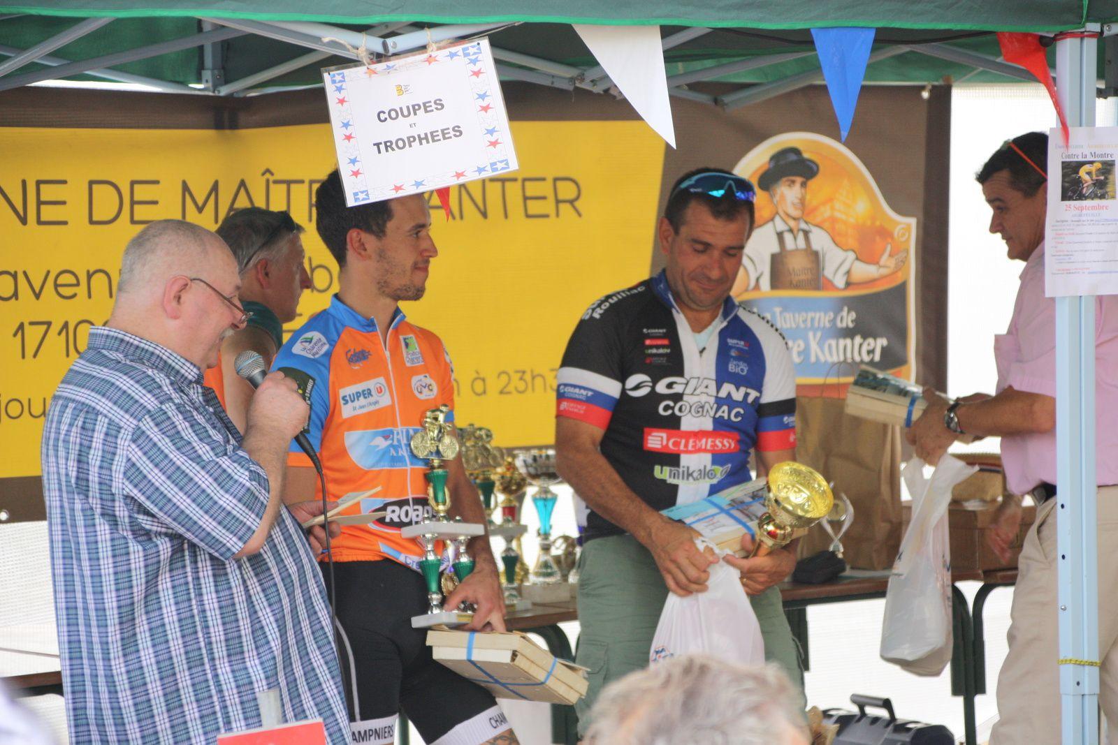 Benoit  CHASSERIAUD(R  Guataise)  termine  2e  des  moins  de  50 ans.
