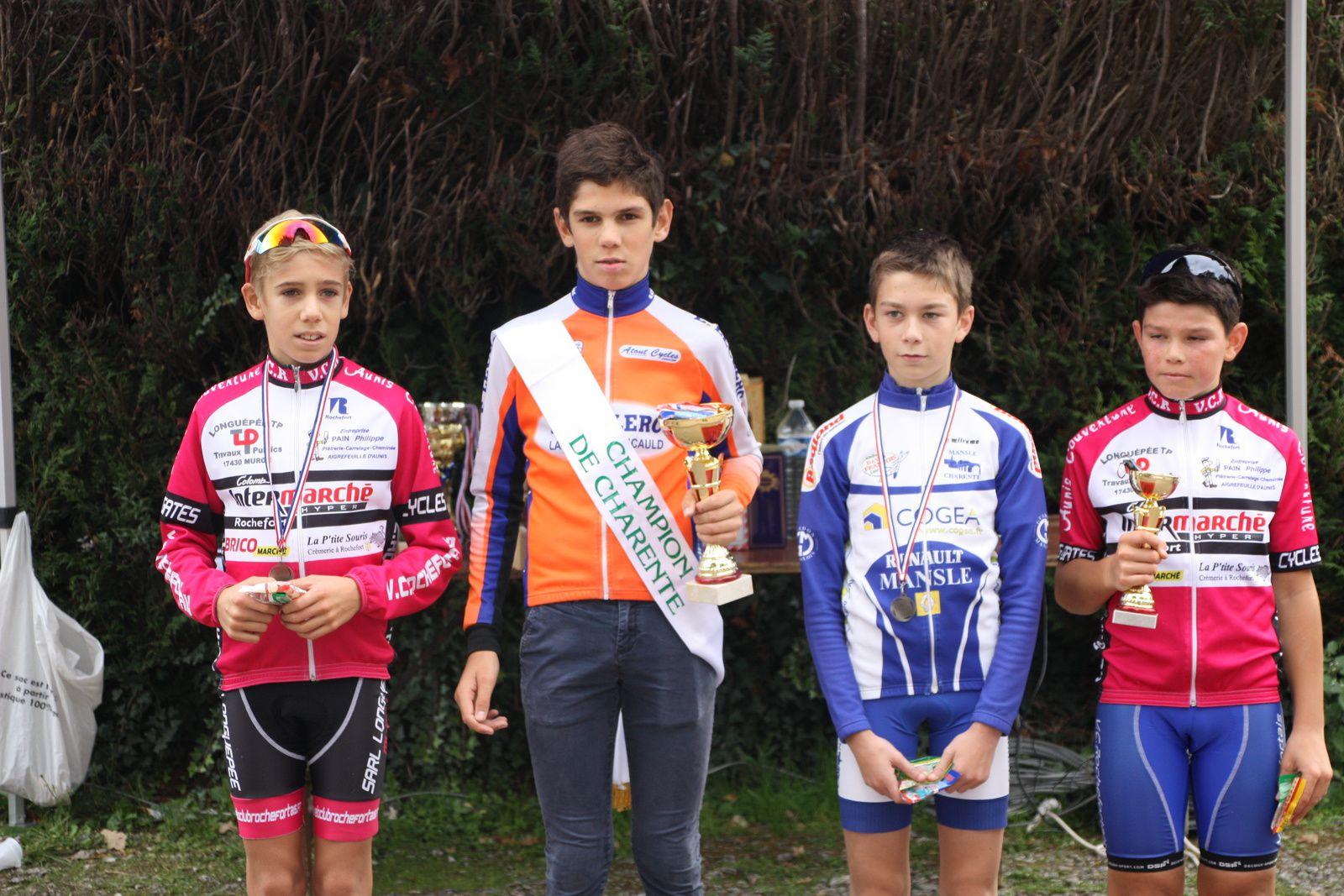 Le  podium  avec  le  vainqueur  qui  devient champion  de  Charente.