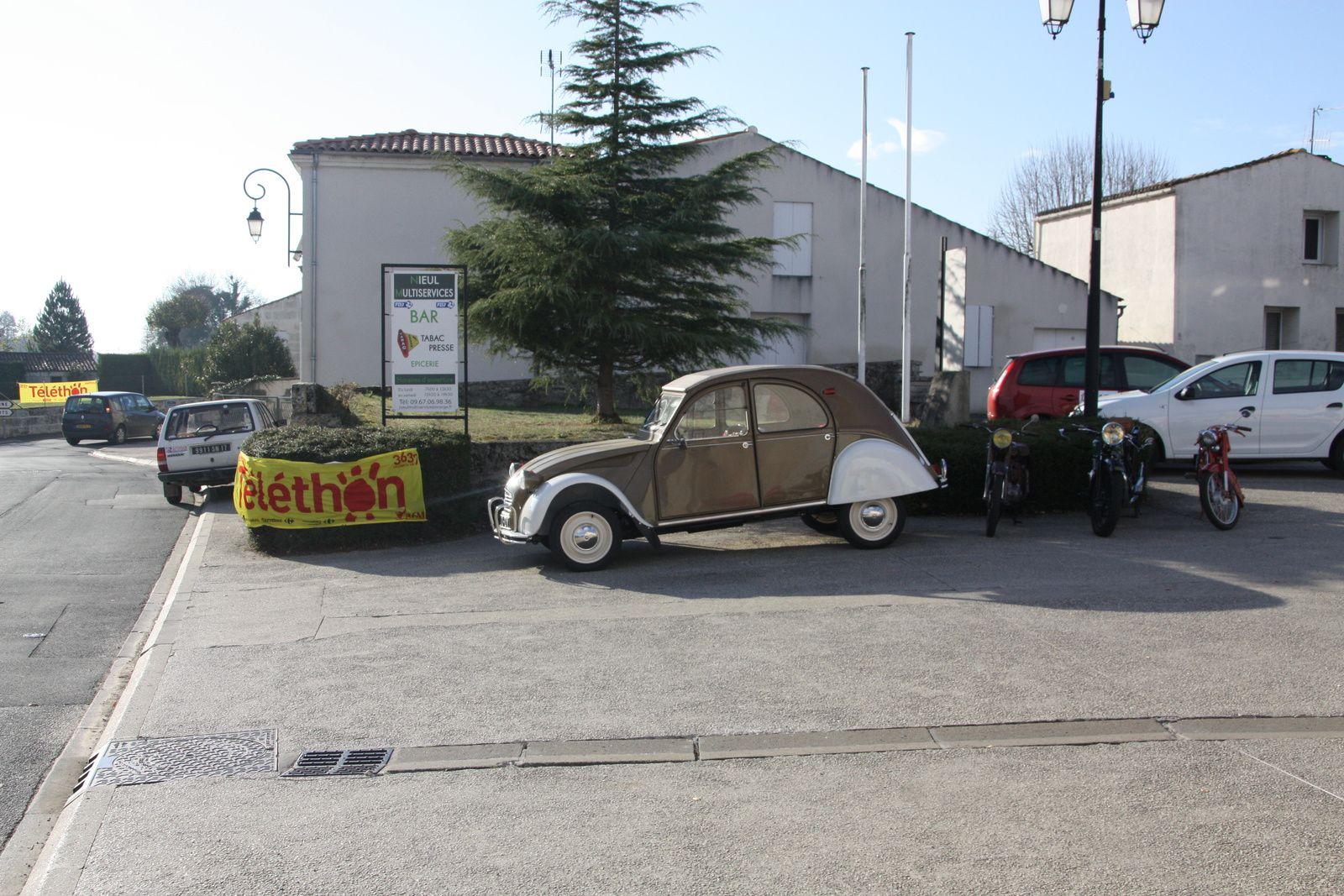 Vente  de crépes, exposition  de  vieilles voitures/motos  et  divers