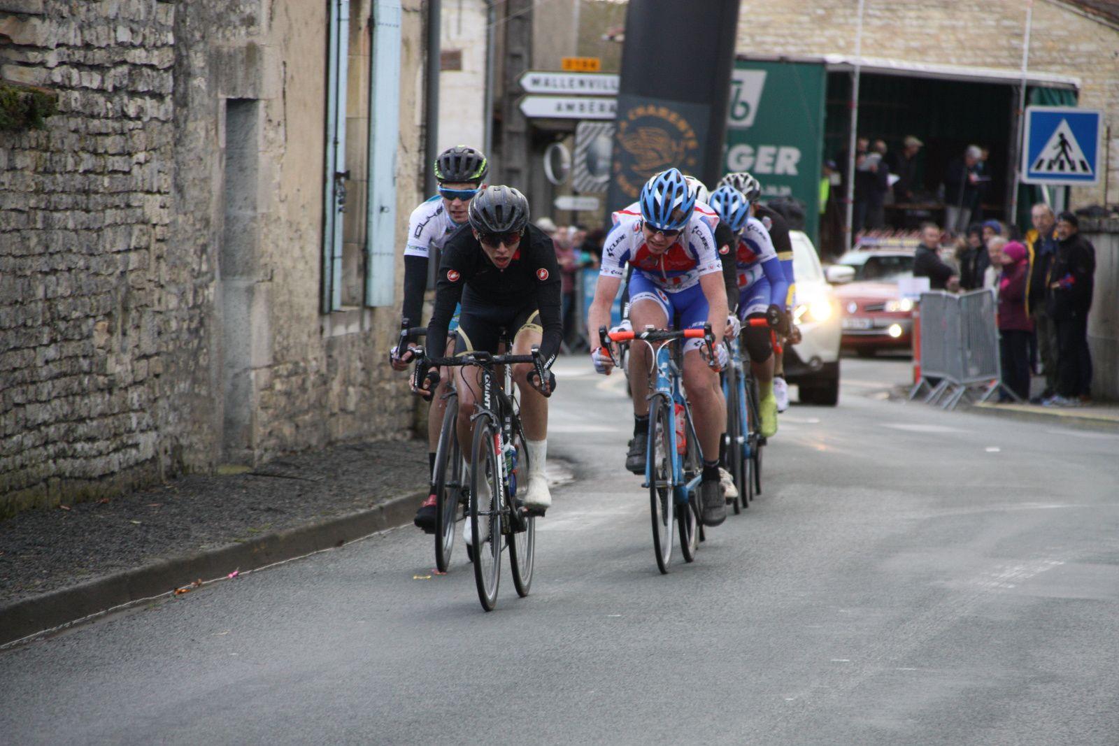 3e  tour  Michaél  LARPE et  Julien  LAMY sont  sortit