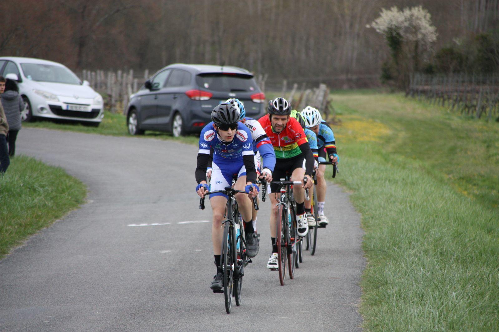2  autres  coureurs  sont  revenus  en  tête