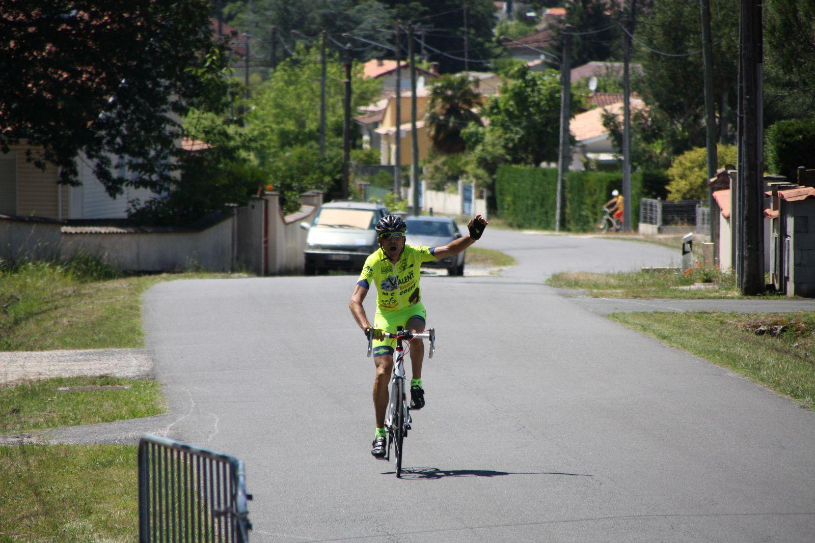 L'arrivée  du  vainqueur  Pascal  BERTIN(EC  Foyenne)