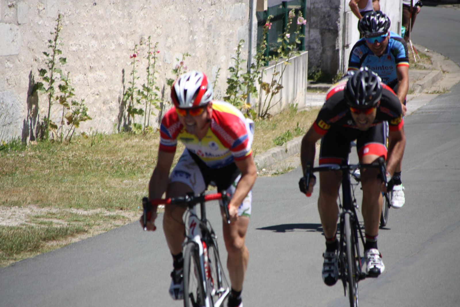 L'arrivée  au  sprint  et  la  victoire  pour  Guillaume  AUBINEAU