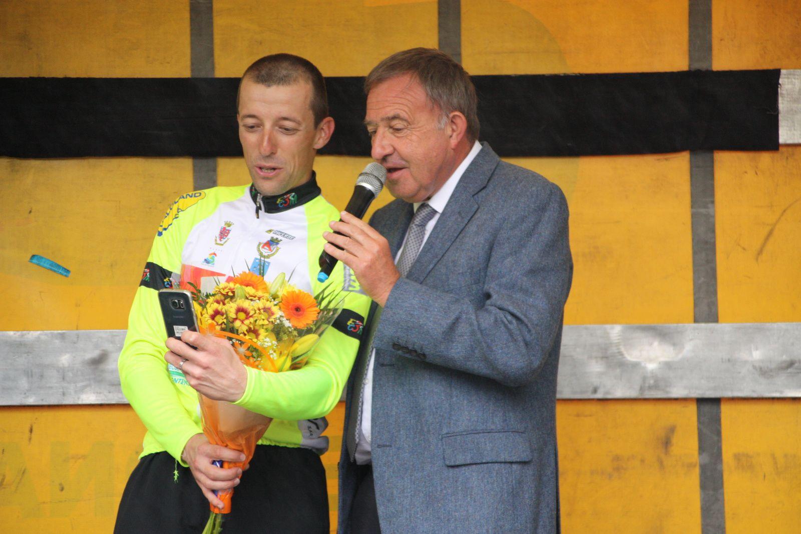 Cyril  BASTIERE  vainqueur  en  ligne  avec  Alain  LAGARDE