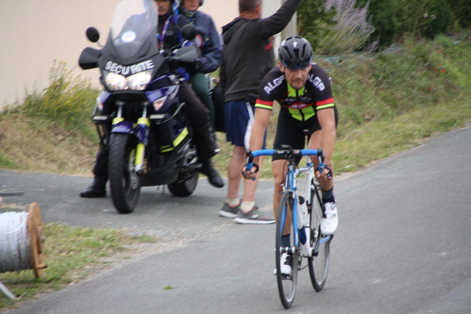 2e  place  pour  Michaél  DAMIENS  qui  remporte  le  classement  général