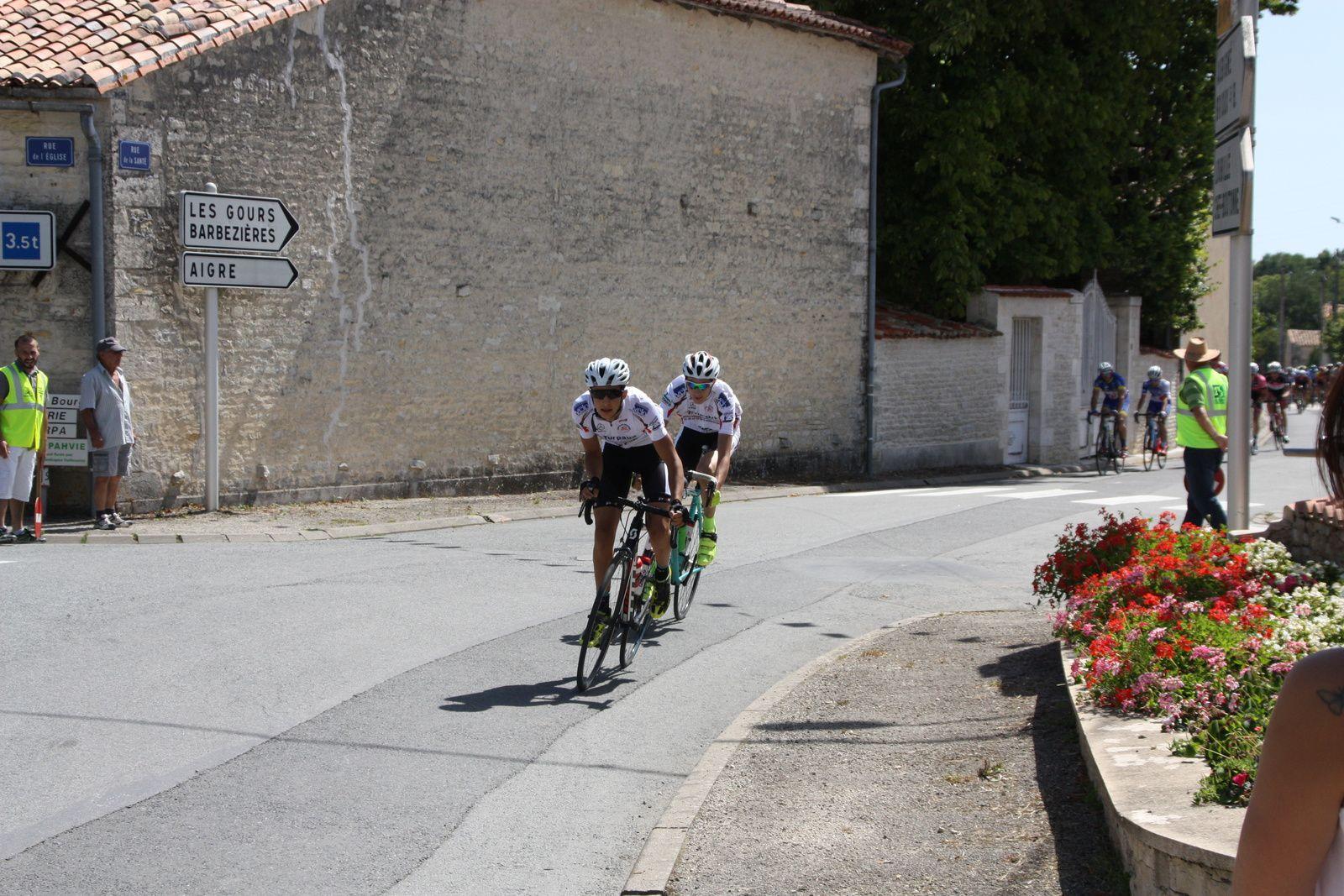 2  coureurs  de  la  P  St  Florent  font  le  départ