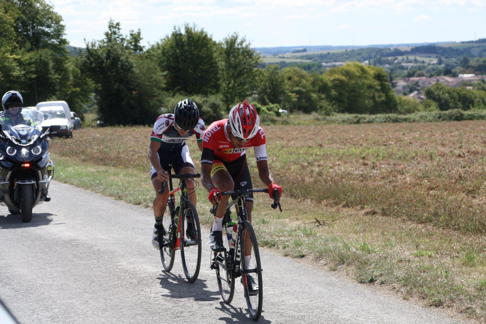 Clément  SAINT MARTIN  et  Julien  LAMY  sont  revenus  sur  la  tête, ils  sont  maintenant  6.