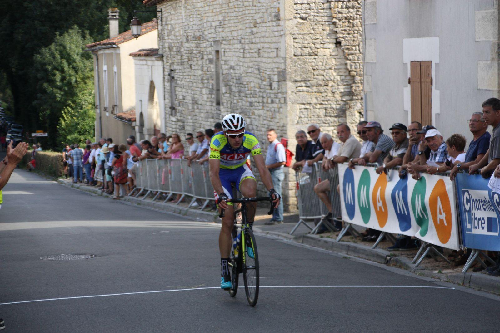 12e  Aurélien  MOULIN(AC  Jarnac-Aigre-Rouillac), 13e  Louis  LAPIERRE(VC Pays de Loudéac), 14e  Antonin  BOISSIERE(SC du Périgord),15e  Thibaud  MADORE(T Peltrax)