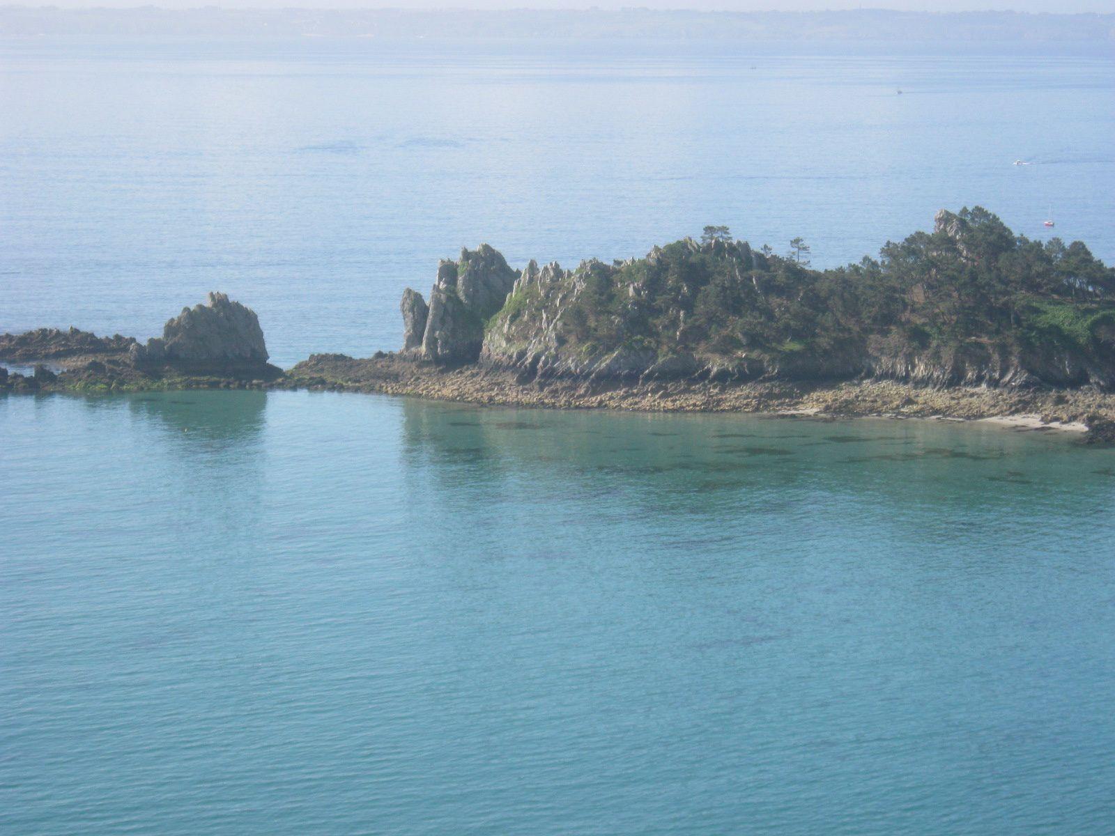 La pointe que nous voyons c'est la Pointe de Saint-Hernot ou Île Vierge