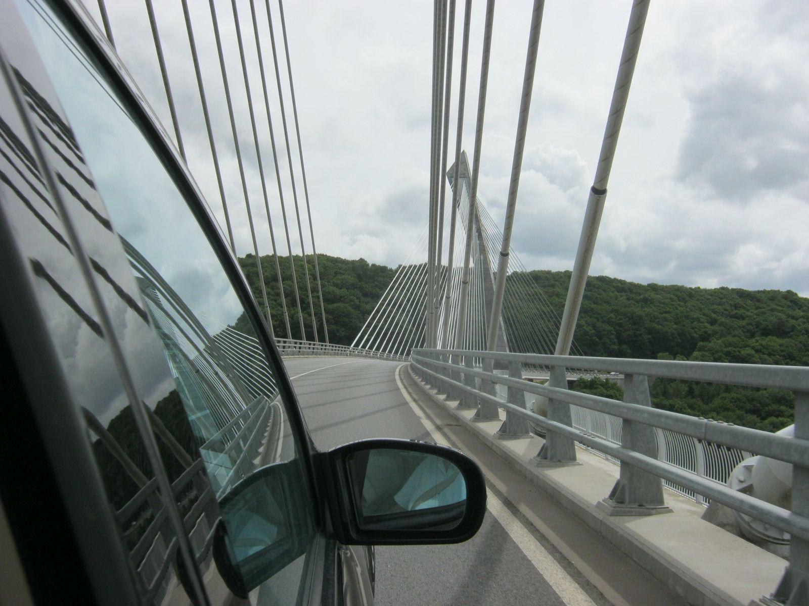 Non ce n'est pas Millau mais le pont de Térénez vers Landevennec