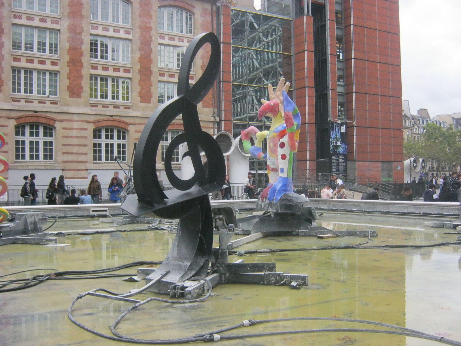 place Stravinsky - sculptures de Niki de Saint Phalle