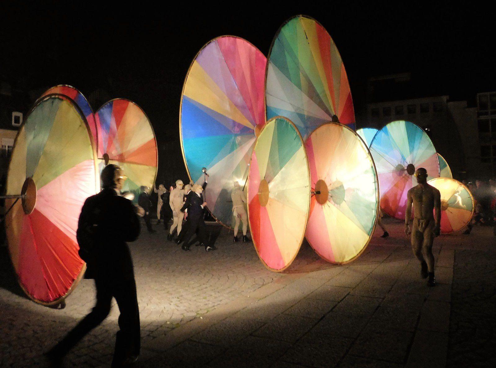 Compagnie OFF: Les roues de couleurs a Amiens