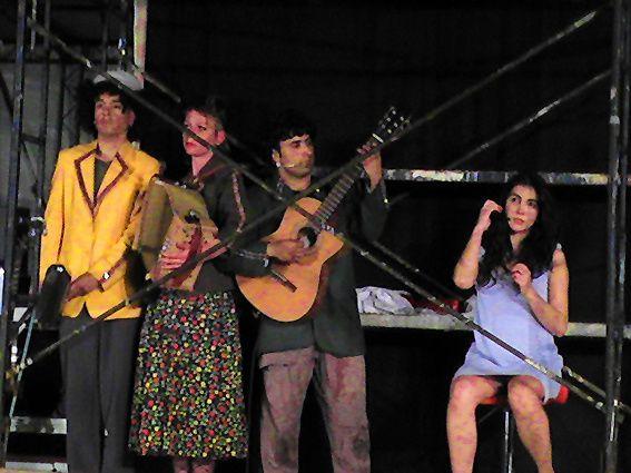 ROYAL DE LUXE PORTUGAL Les cauchemars de Tony Travolta a Santa Maria da Feira, 2007.