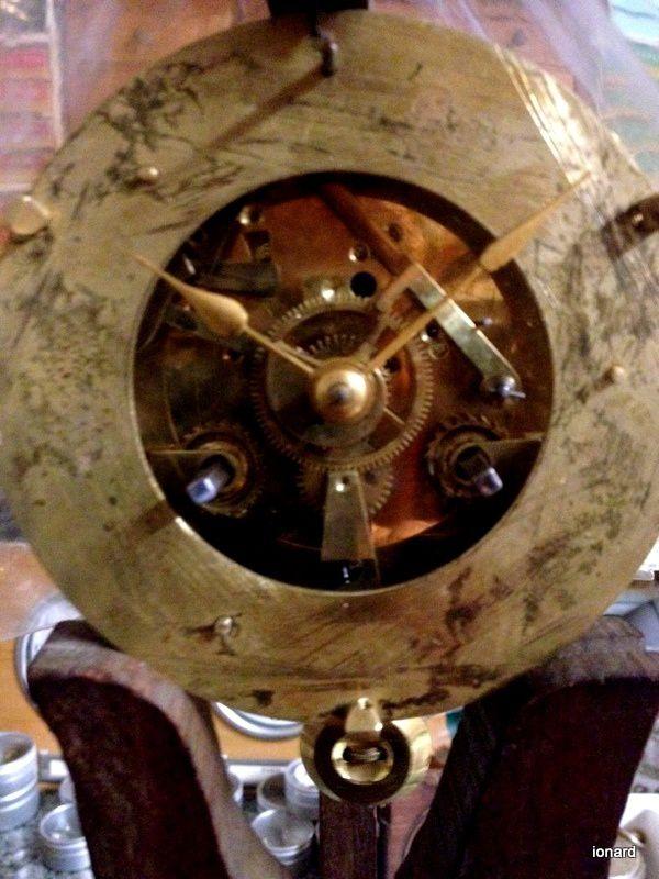 Pendule en restauration dans l'atelier de Kléber