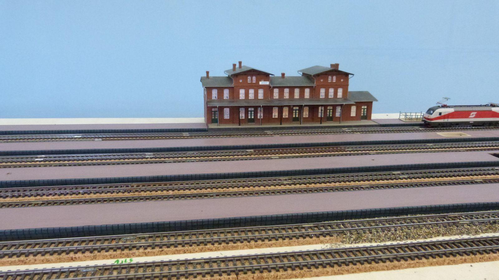 Construction des quais de la gare des Patys