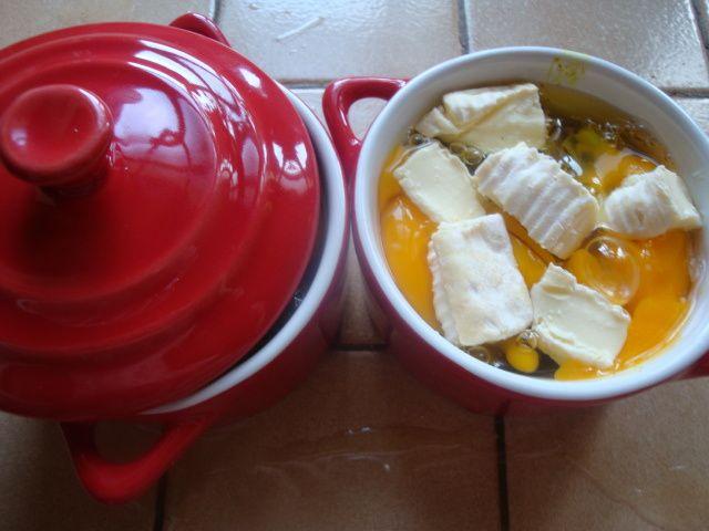 Oeufs cocotte aux poireaux, curry et reblochon à la multi-délices