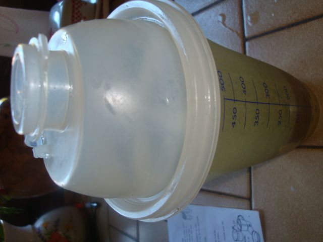 Shaker vinaigrette  ...tupperware