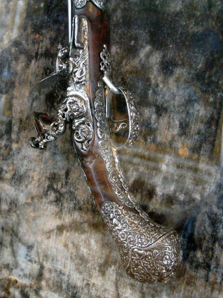 Armes et guidon des princes de Condé, château de Chantilly