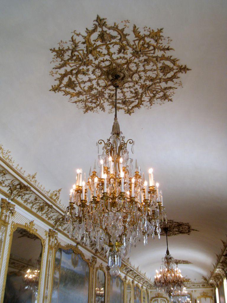 Frises décoratives de la Galerie des Batailles, château de Chantilly