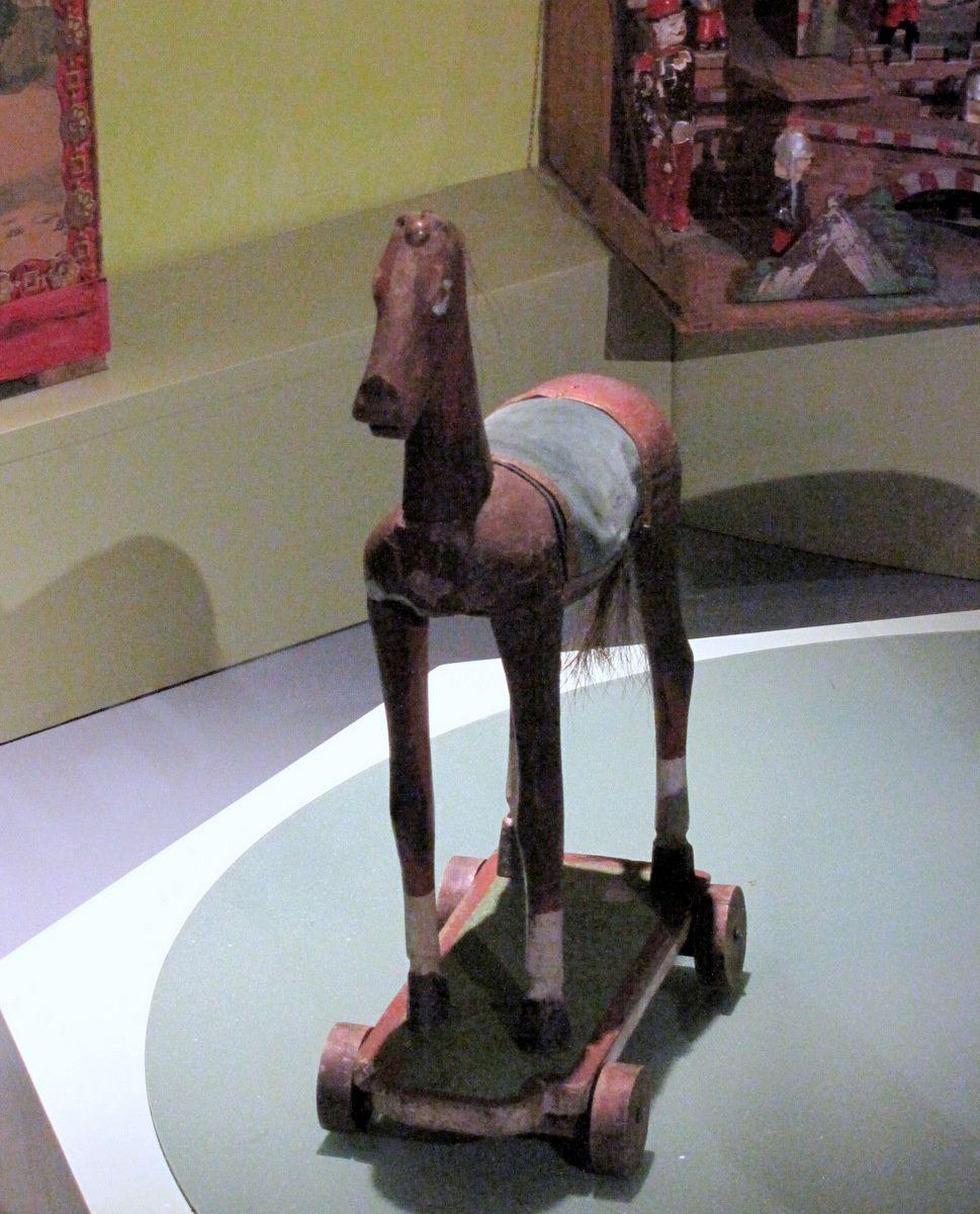 Cheval mécanique, musée du jouet de Poissy