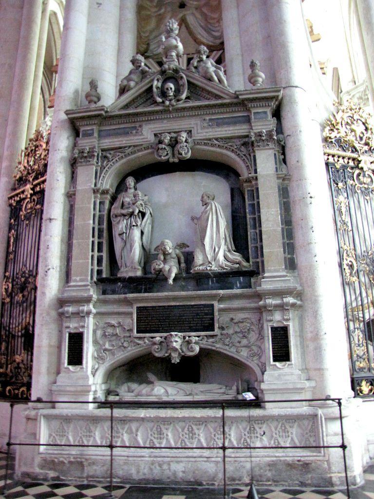 Monument funéraire du chanoine Guillain Lucas, cathédrale d'Amiens