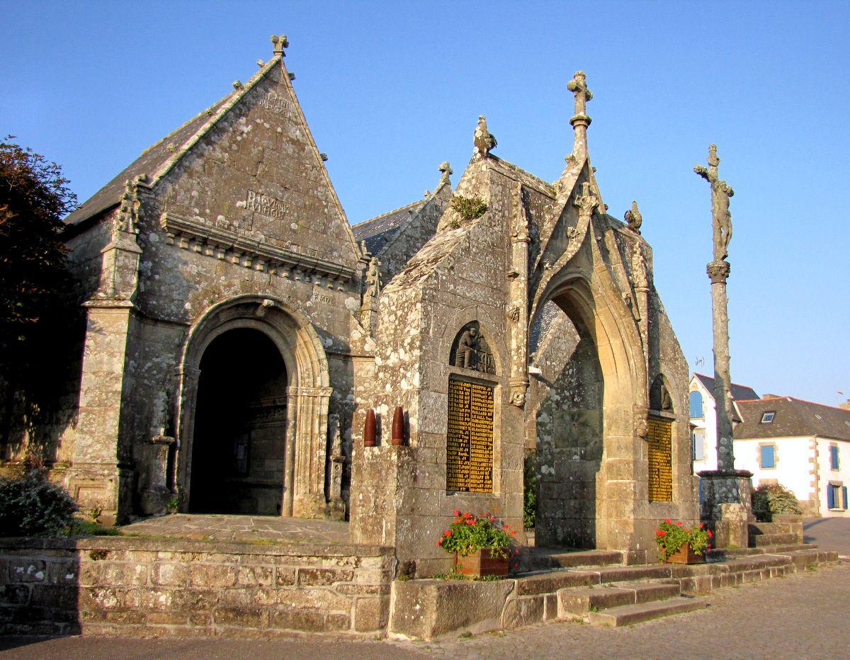 L'Arc et le Calvaire de l'église St Onneau à Esquibien